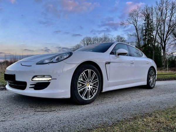 Porsche Panamera 4S rent